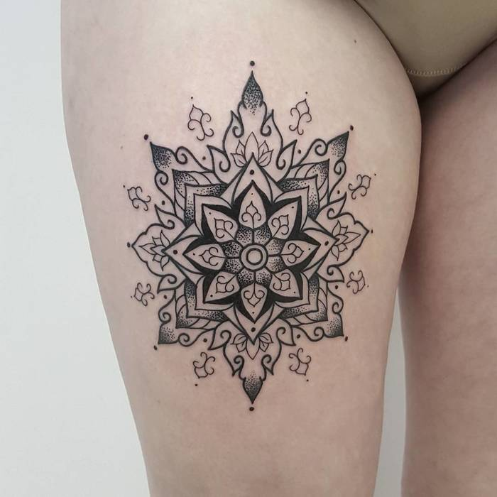 Right thigh mandala tattoo by Marek EMDE Donocik