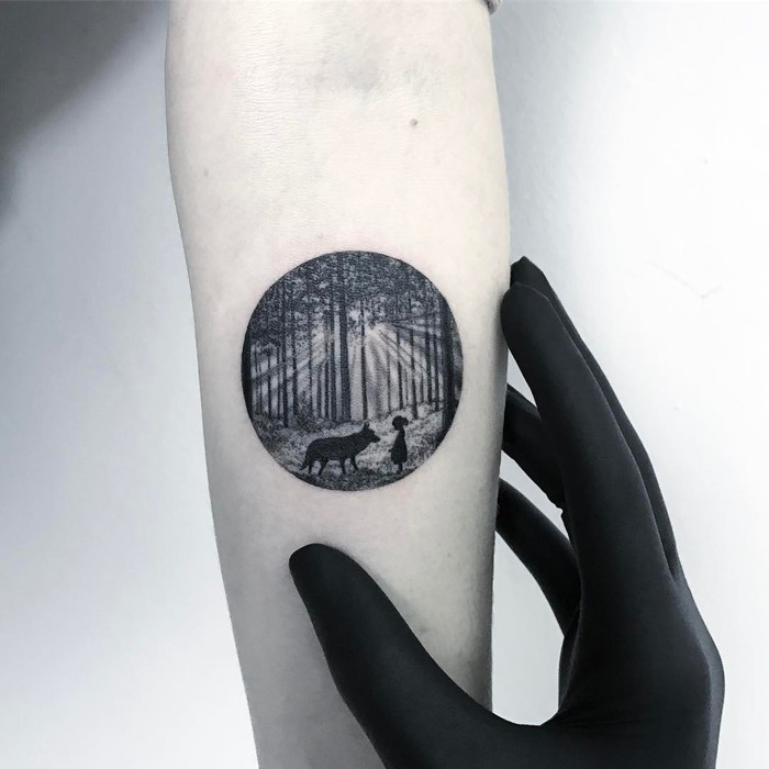 Tiny Circle Tattoo By Eva Krbdk