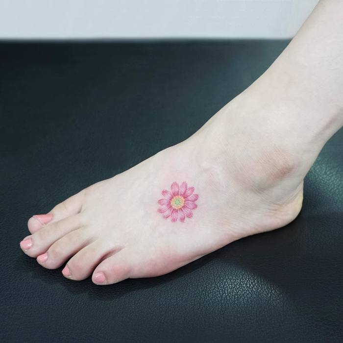 Delicate flower tattoo by Tattooist Ida