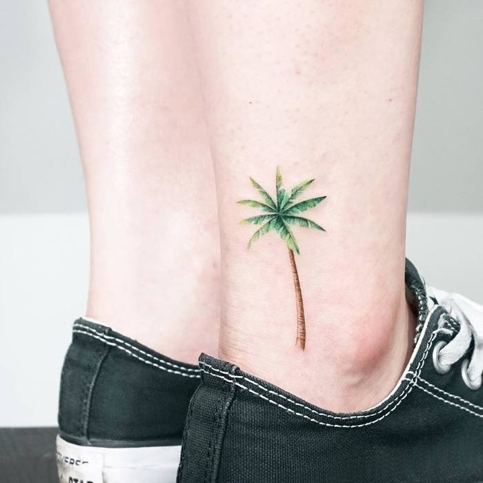 Palm tree tattoo by Tattooist Ida