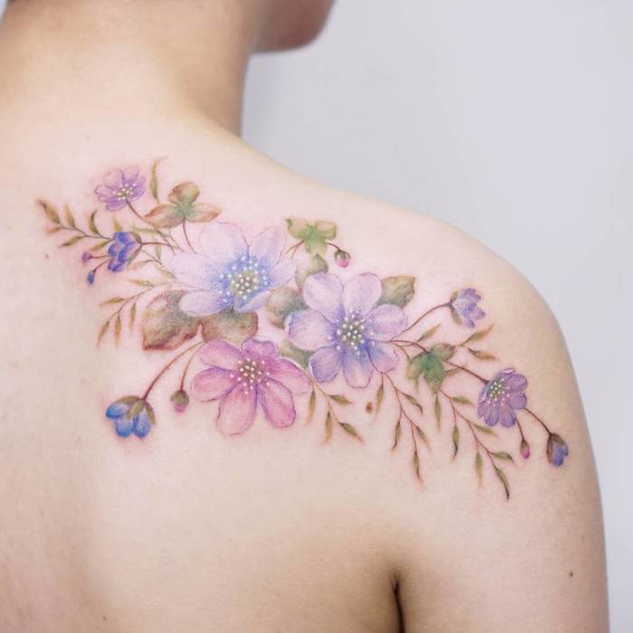 Floral Tattoo on Back Shoulder by Tattooist Silo