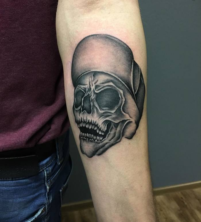 Black and Grey Skull Tattoo by diana.volt