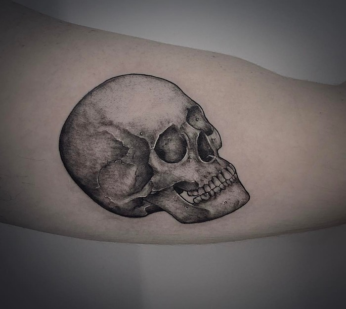 Skull Tattoo by Melina Casteletto