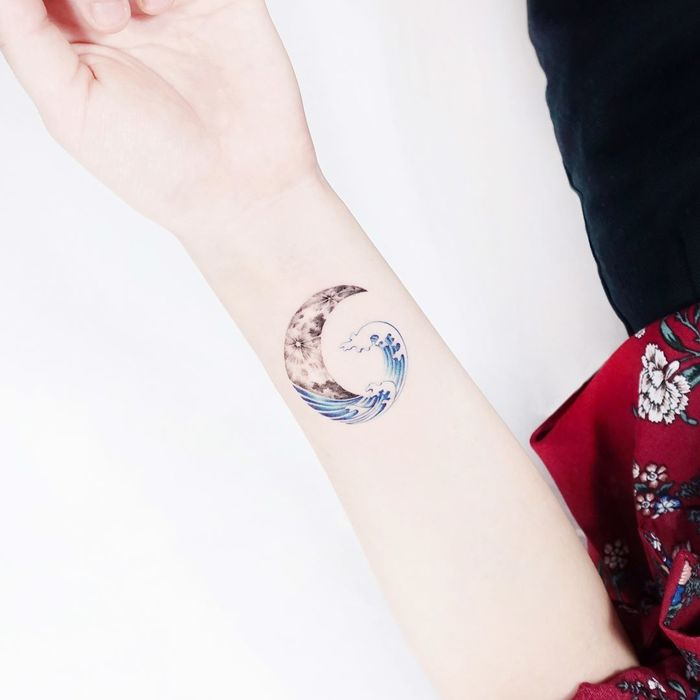 Waves and Crescent Moon by tattooist_ida