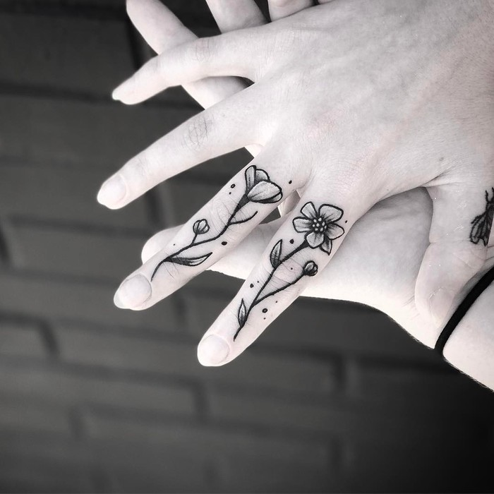 Pretty Flowers on Fingers by ratcult